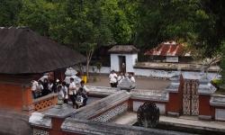 lingsar-temple
